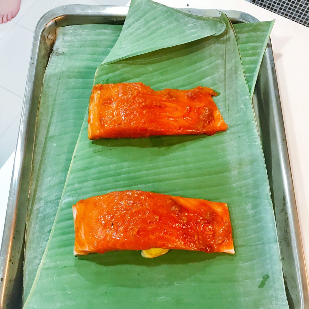 Oven grilled fish on banana leaves marinate with miso for Oven grilled fish recipes