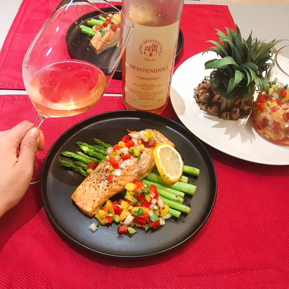 Pinapple salsa, baked salmon with lemon, asparagus
